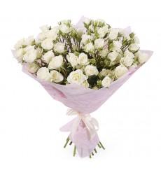 Букет из 15 белых кустовых роз «Белый танец»