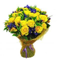 Букет из 25 жёлтых роз, 14 ирисов и 11 альстромерий «Цветочная баллада»