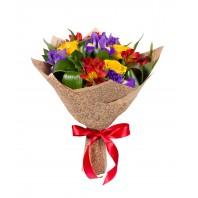 Букет из 4 ирисов, 4 роз, 3 альстромерий и зелени «Выпускной бал»