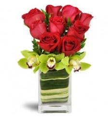 Букет из 9 роз и 3 орхидей «Богемия»