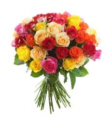 Букет из 55 разноцветных роз «Пламя страстей»