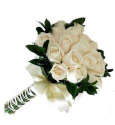 Букет невесты из 19 белых роз «Безоблачное завтра»