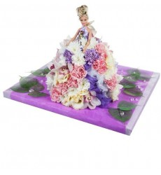 Цветочная композиция из 30 гвоздик, 5 эустом, 5 орхидей и декора «Волшебная барби»