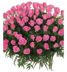 Корзина цветов со 101 розовой розой и зеленью «Великолепный поцелуй»