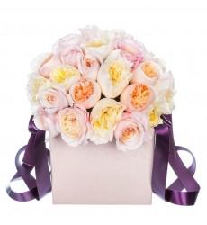 Цветы в коробке с 35 розами Дэвид Остин «Крылатый лабиринт»
