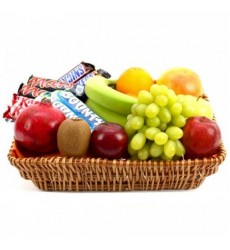 Фруктовая корзина с фруктами и шоколадками «Море наслаждений»
