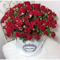 Цветы в шляпной коробке с 39 кустовыми розами «Чай вдвоём»