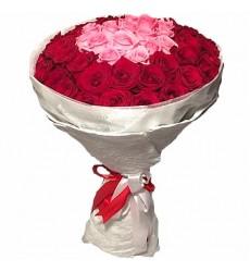 Букет из 51 красной и розовой роз «Розовый акцент»