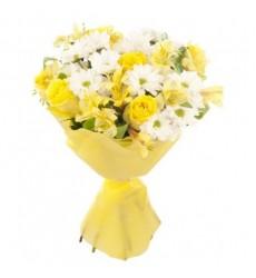 Букет из 3 хризантем, 5 роз и 3 альстромерий «Хрустальная нимфа»