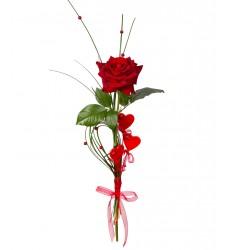 Букет из красной розы и декора «Подлинная любовь»