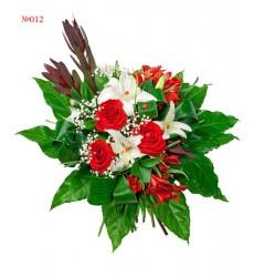 Букет из 2 альстромерий, 3 роз Гран При и 2 веток лилии  «Нежная токката»