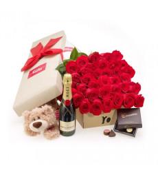 Подарочный набор из 35 красных роз в коробке, шампанского, мягкой игрушки и конфет  «Время счастья »