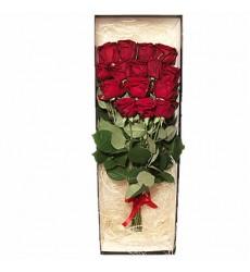 Букет в коробке из 15 красных роз «Божественная муза»