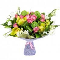 Букет из 11 розовых роз Аква, 5 эустом и 5 орхидей «Модница»