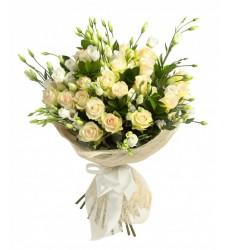 Букет из 7 эустом, 9 кустовых роз и 15 рускусов «Падающая звезда»