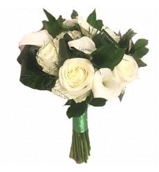 Букет невесты из 9 белых калл и 7 белых роз «Сила любви»