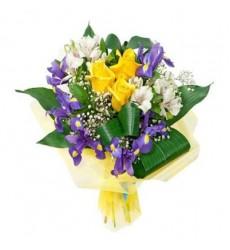 Букет из 3 роз, 6 ирисов, 2 альстромерий и зелени «Благоухание весны»