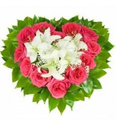 Цветочная композиция из 11 роз, лилии и зелени «Парижские тайны»