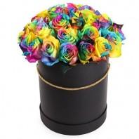 Цветы в коробке  с 31 радужной розой «Радужные капли»