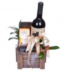 Подарочная корзина со сладостями и красным вином DANTE DI FIORENZA MAREMMA TOSCANA «Итальянский ужин»