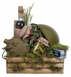 Подарочная коробка с продуктами, армейской флягой, каской и водкой BELUGA NOBLE «Армейские будни»