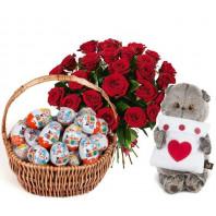 Подарочный набор бобрёнок, букет из 25 роз Гран При, корзина с киндер-сюрпризами «Самой привлекательной»