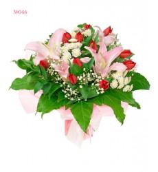 Букет из 13 тюльпанов, веток орхидей и зелени «Долина Бабочек»