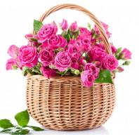 Корзина цветов с 15 розовыми кустовыми розами «Витая в облаках»