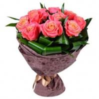Букет из 10 роз и 11 аспидистр «Розовое небо»