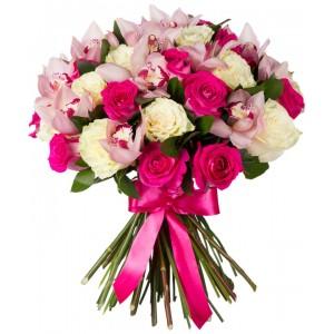 Букет из 11 роз и 4 орхидей «Мелодия скрипки»