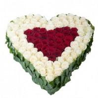 Цветочная композиция из 101 розы Гран При и Аваланж «Крылья Амура»