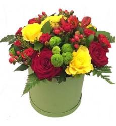 Корзина цветов с 7 розами, 3 альстромериями и 3 хризантемами «Бельведер»