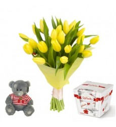 Подарочный набор букет из тюльпанов, конфеты Raffaello и мишка Тедди «Праздник весны»