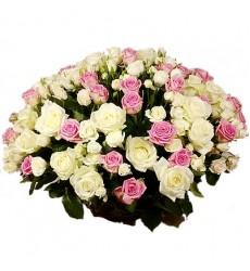 Букет из 31 одноголовой и 14 кустовых роз «Аристократка»