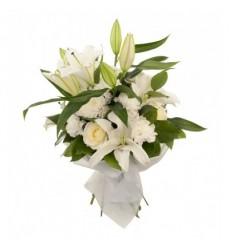 Букет из 3 лилий, 3 роз, 3 хризантем и 5 гвоздик «Эллада»