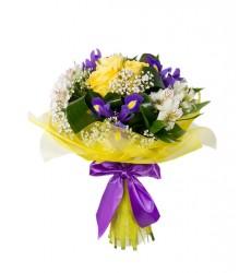 Букет из 3 ирисов, 3 роз, 2 альстромерий и зелени «Яркие огоньки»