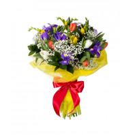 Букет из 9 фрезий, 10 тюльпанов и 6 ирисов «Чудесная пора»