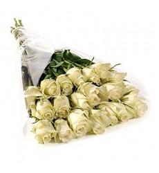 Букет из 27 белых роз «Лунный камень»