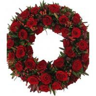Цветочная композиция из 56 роз Гран При и зелени «Памятный венок»