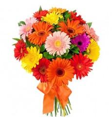 Букет из 25 разноцветных гербер «Летняя ленточка»
