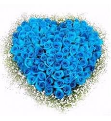 Цветочная композиция из 101 голубой розы «Лабиринт теней»