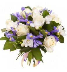 Букет из 7 ирисов, 7 роз и 7 фрезий «Осколки льда»