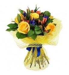 Букет из 6 роз, 4 ирисов и 4 альстромерий «Райское благоухание»