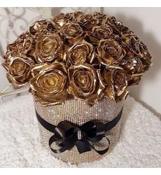 Цветы в шляпной коробке с 35 золотыми розами «Золотая роскошь»