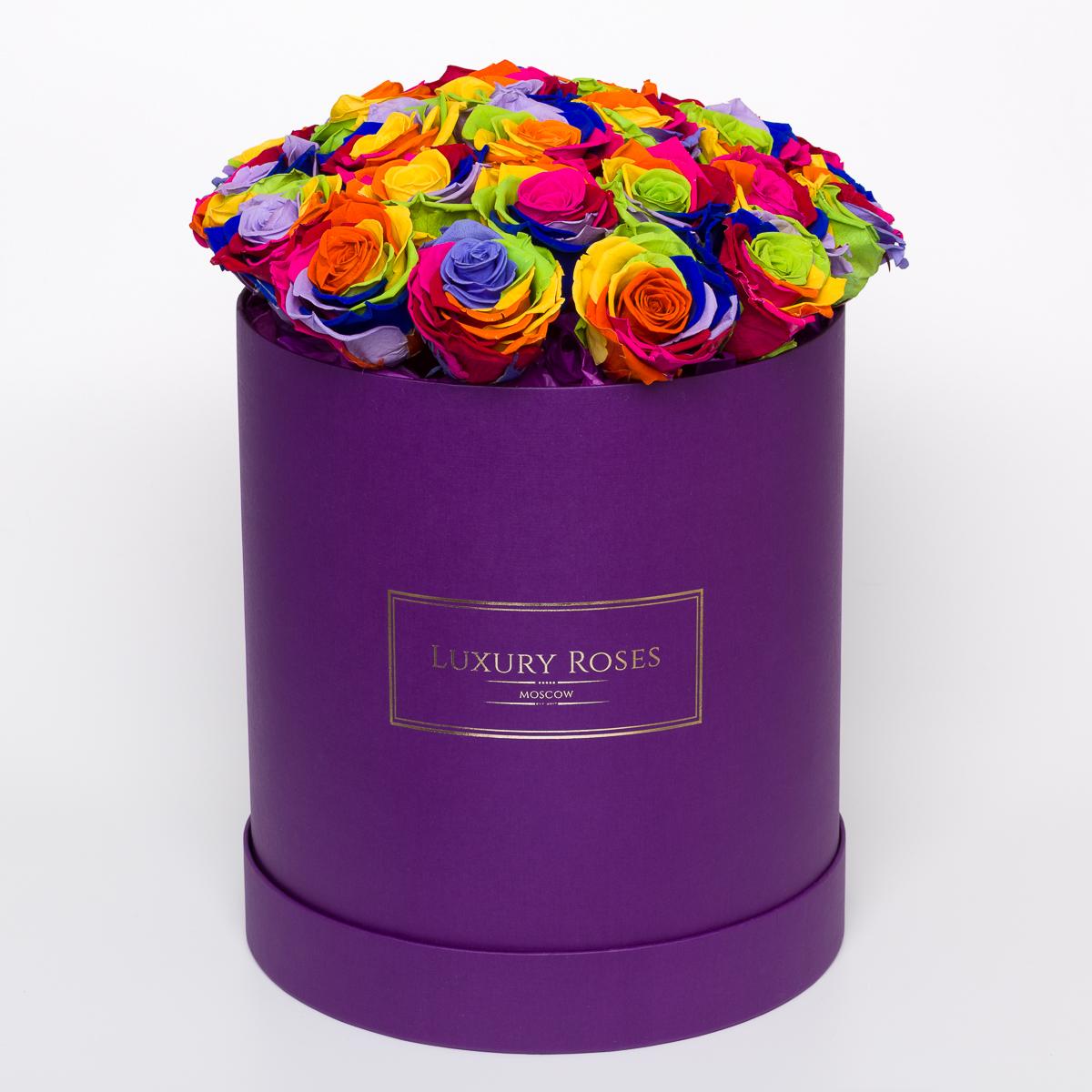 Букет из 27 радужных роз в шляпной коробке «Райская птица»