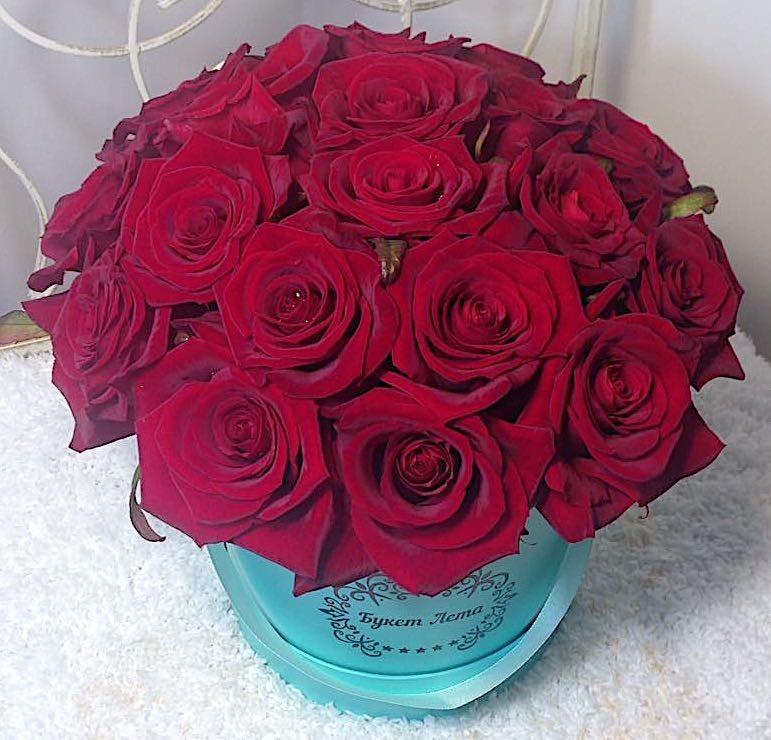 Цветы в шляпной коробке с 19 розами Гран При «Формула страсти»