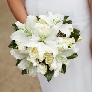 Букет невесты из 4 лилий и 11 роз «Флейта Орфея»