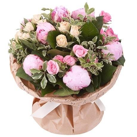 Букет из 7 пионов и 6 кустовых роз «Цветочное волшебство»