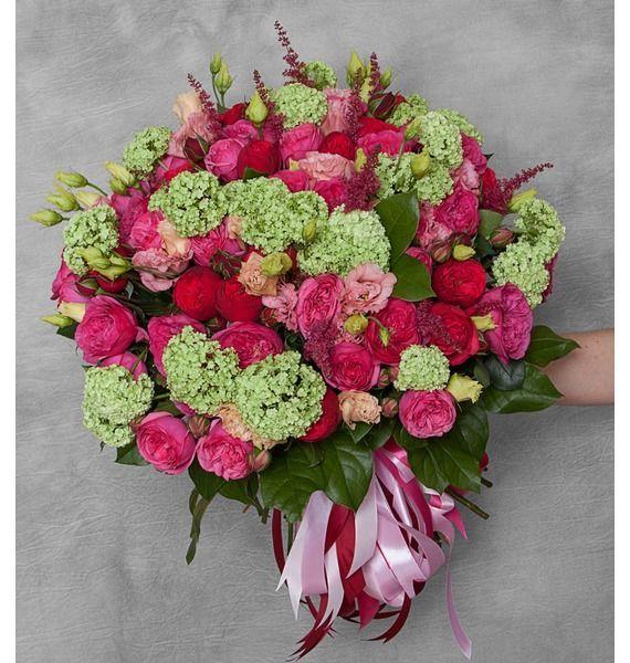Букет из 54 роз, 10 эустом, 10 астильба и зелени «Расстояние до поцелуя»