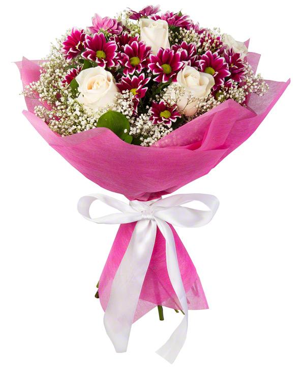 Букет из 5 роз, 4 кустовых хризантем и зелени «Первый бал»